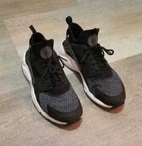 Nike Huarache Size 6